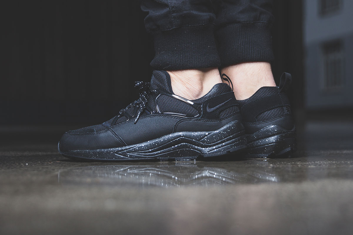 nike huarache air all black